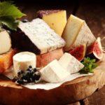 シャンパンに最高に合うチーズは?答えは意外なアレだった